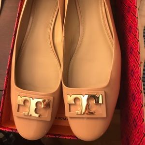 Tory Burch Gigi pump beige patent leather VGUC